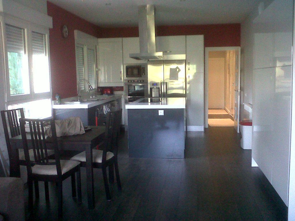 Salón con cocina incoporada