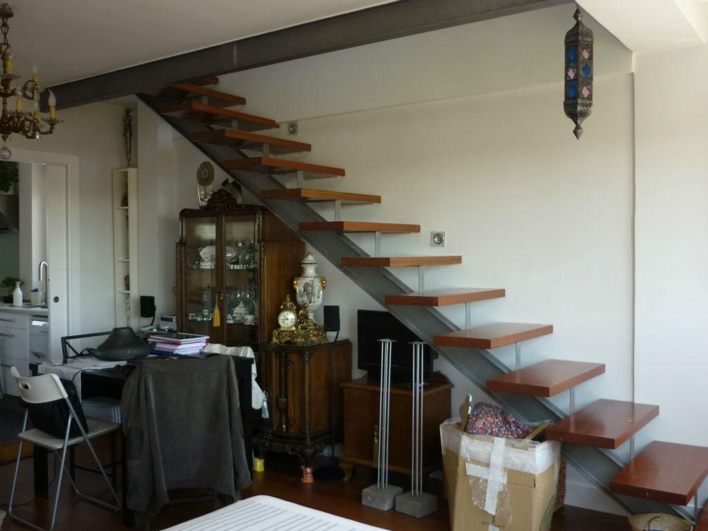 Escalera a piso superior